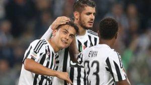 Dybala, dopo il gol del 2-1, festeggiato dai compagni bianconeri