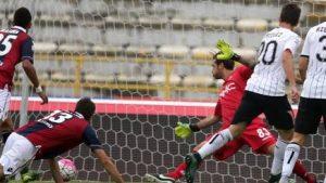 Qua il gol di Vazquez, abilissimo a dribblare due difensori e a segnare il gol dello 0-1